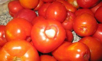 Маринованные помидорки с сюрпризом